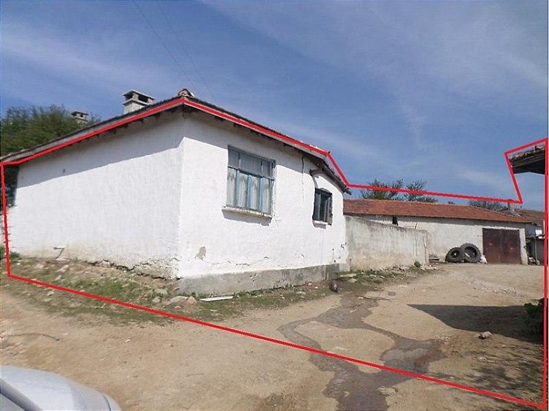 Edirne Lalapaşa'da Avlulu Kargir Ahşap İki Ev Ahır ve Ambar