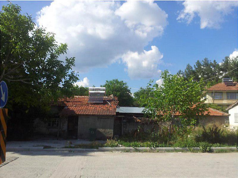 Isparta Gönen İlçesi'nde  690 m2 Bahçeli Kargir Ev