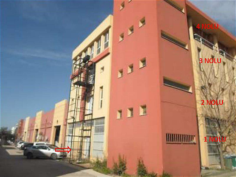 İzmir Bornova'da Dört katlı İşyeri