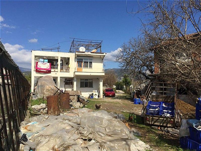 Antalya Finike'de 1600 m2 Sera ve 220 m2 Bina