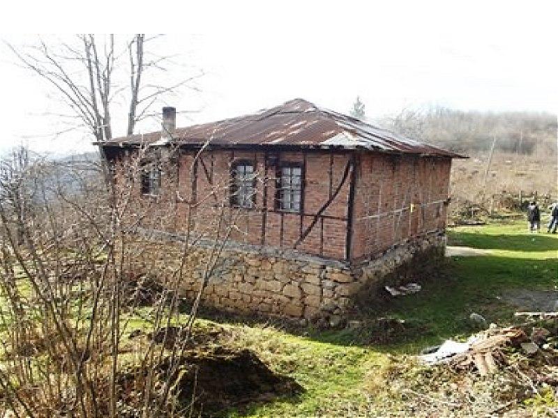 Ordu Gölköy'de Tahliye Edilmemiş  Ambarlı Ahşap Ev