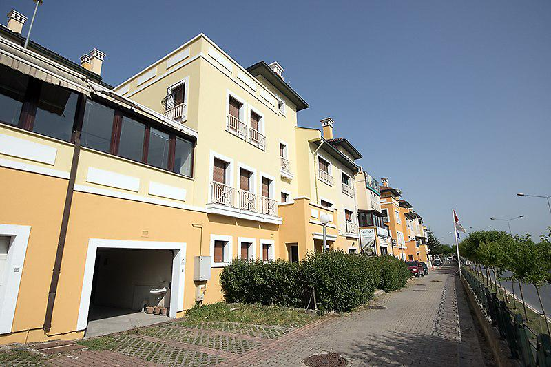 İstanbul Bahçeşehir'de 4 katlı 426 m2 7+2 villa