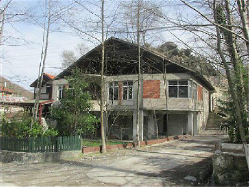 Sakarya Sapanca'da İki Katlı Kargir Ev ve Bahçe