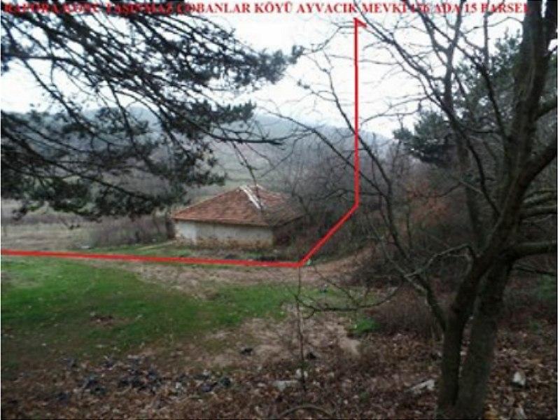 İzmir Ödemiş İlçesi'nde Geniş Bahçe İçinde Bağ Evi
