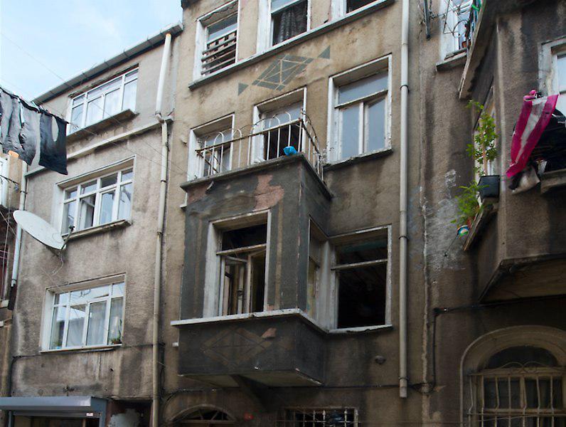Beyoğlu Bülbül Mahallesi'nde Tarihi Eser Komple Bina