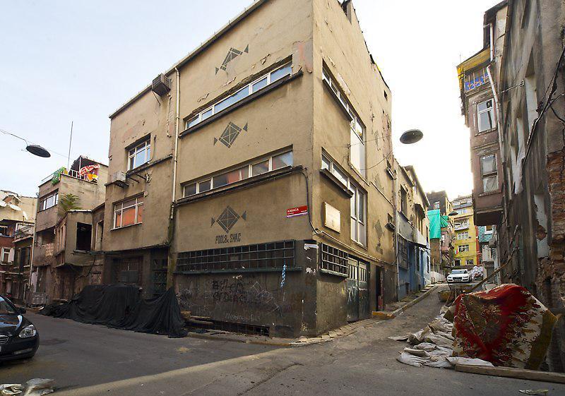 Tarlabaşı'nda Köşe Parsel Bina