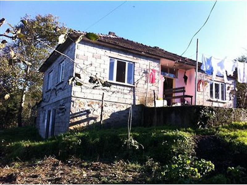 Trabzon Çağlayan Okçu Mahallesi'nde Çay Bahçeli Ev 340 m2