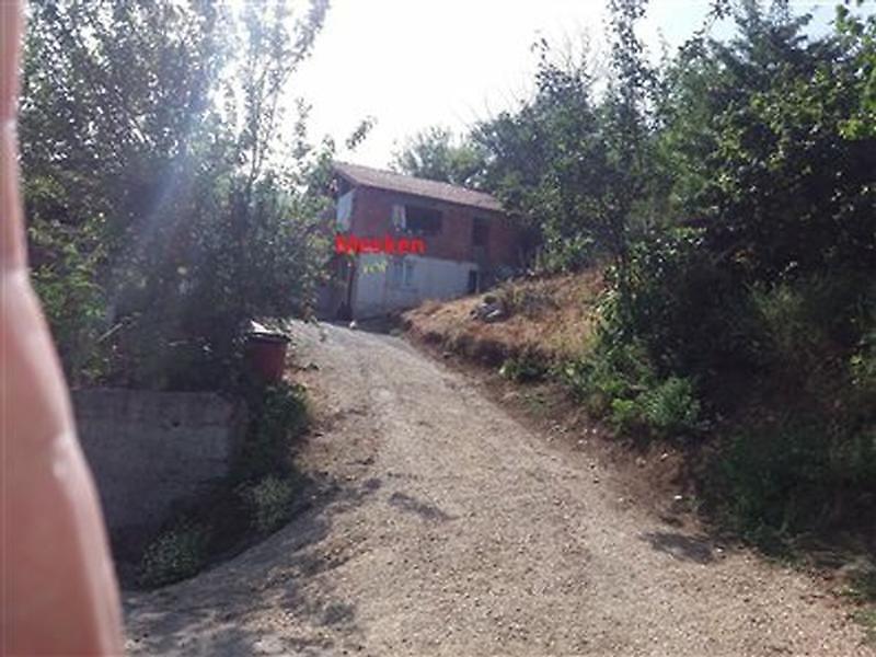 Düzce Cumayeri Taşlık Köyü'nde 200 m2 Müstakil Ev ve Arsa
