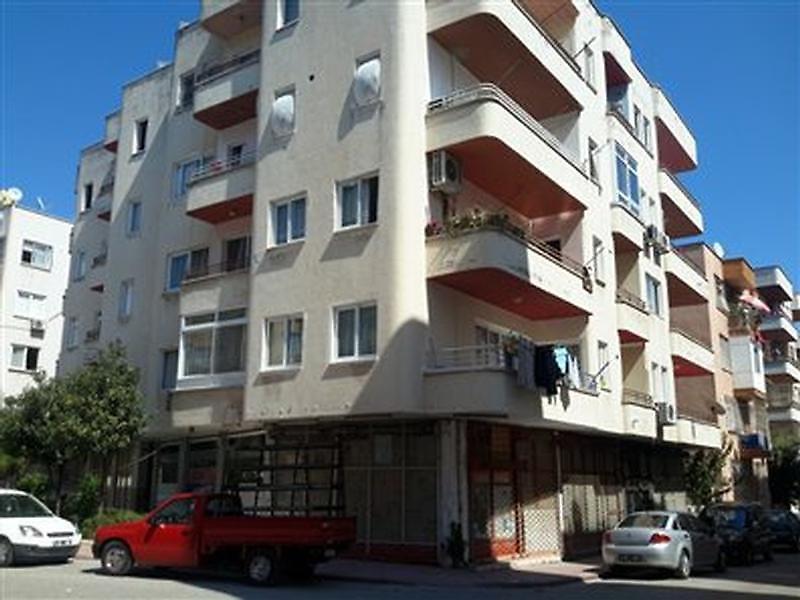 Mersin Akdeniz Hamidiye Mahallesi'nde 63 m2 Dükkan