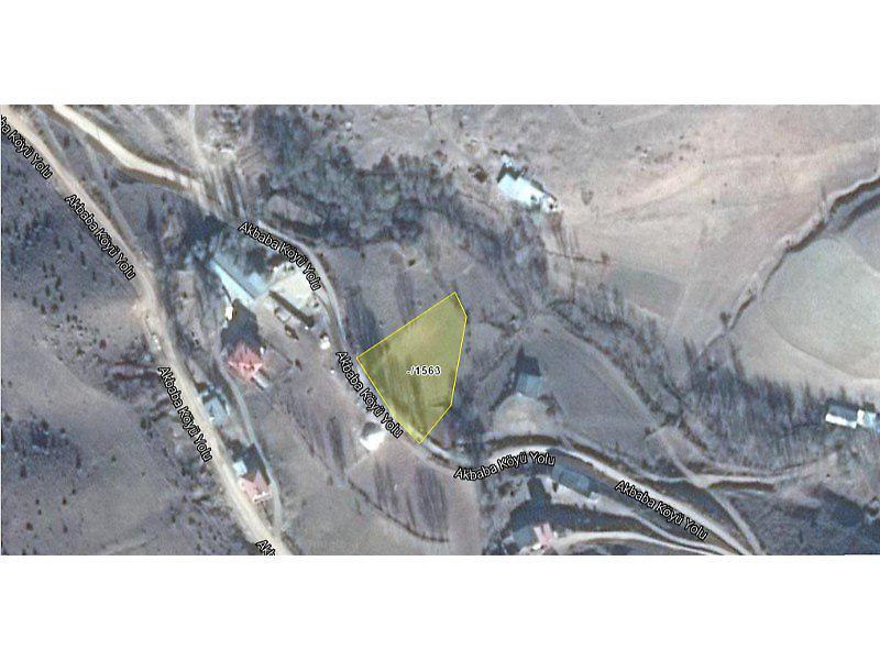 Gümüşhane Köse Akbaba Köyü'nde 2490 m2 Tarla