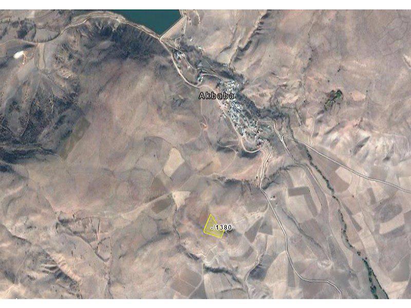 Gümüşhane Köse Akbaba Köyü'nde 11.450 m2 Tarla