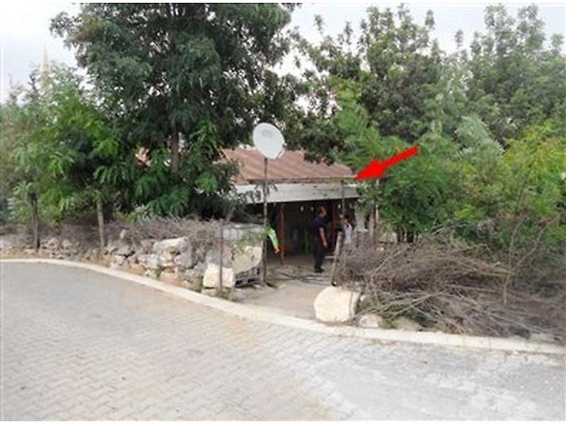 Mersin Tarsus Topaklı'da Kargir Ev ve Arsa