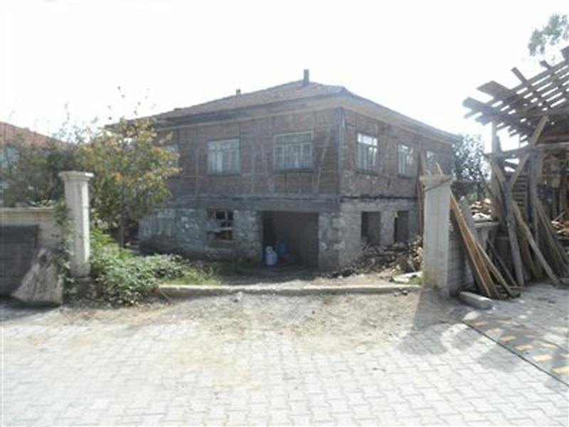 Sakarya Kocaali Gümüşoluk'da Kargir Bahçeli Ev ve Müştemilatı