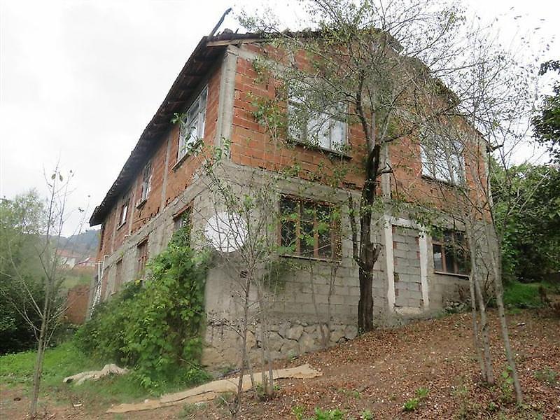 Düzce Yığılca Hebeler'de %45 Seviyesinde Natamam Bina ve Müştemilatı
