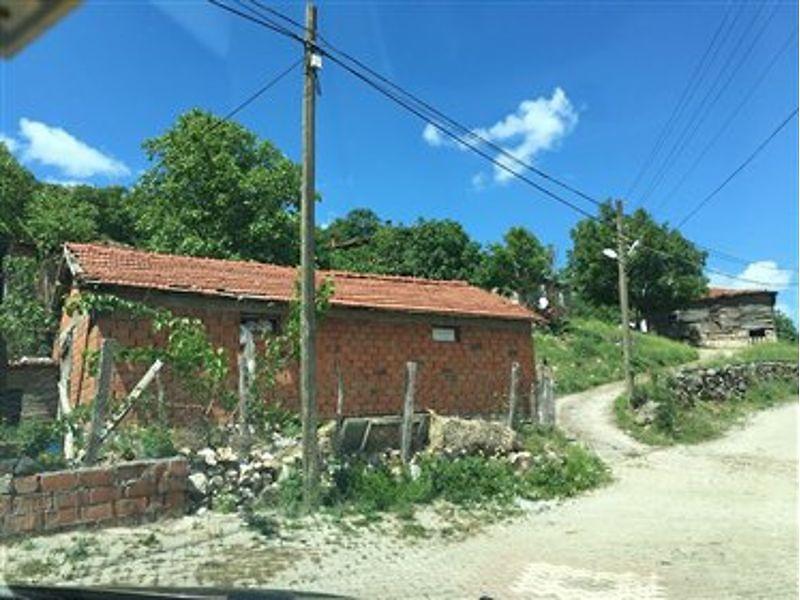Çanakkale Biga'da Avlulu Kargir 61 m² Ahır