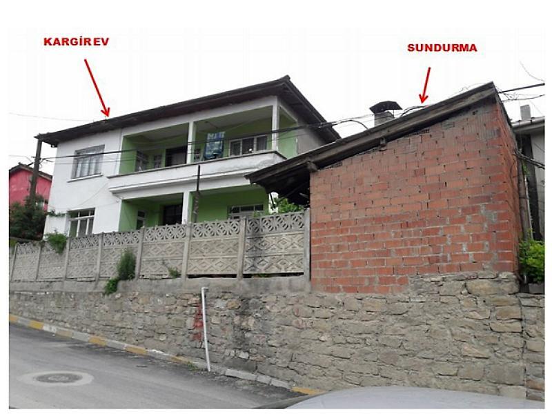 Sakarya Geyve Okul Mahallesi'nde 250 m2 Bahçeli Kargir Ev