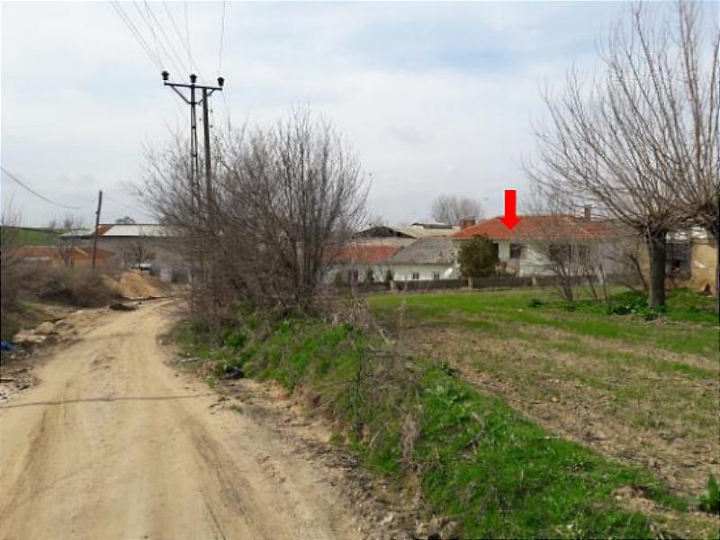 Kırklareli Babaeski'de Bahçeli Kargir Ev ve Mandıra Binası