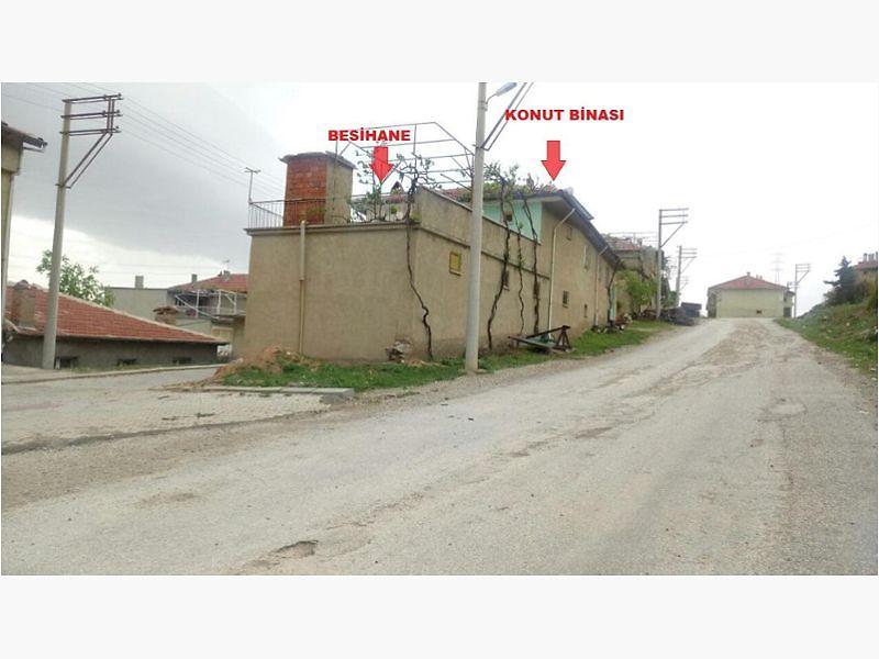 Afyonkarahisar Sultandağı Kırca Köyünde Kargir Bina ve Besihane