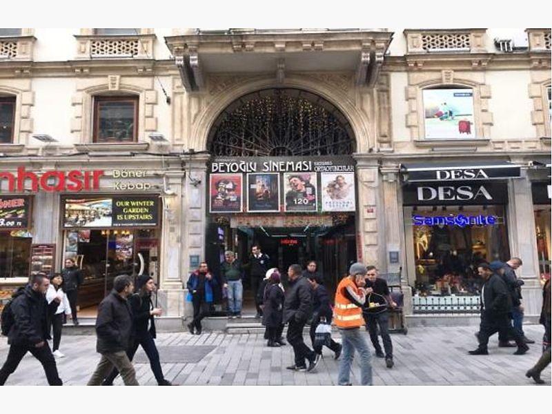 Beyoğlu Halep Pasajında 13 m2 Dükkan