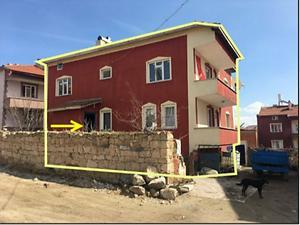 Afyonkarahisar İhsaniye Döğer Kasabasında 2 Katlı Bina ve Arsası