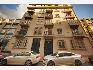 Beyoğlu Ömer Avni Mahallesi Ekselsiyor Apartmanında Deniz Manzaralı 3+1 Daire