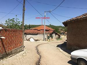 Balıkesir Susurluk Dereköy Mahallesinde Avlulu Kargir Ev ve Ahır