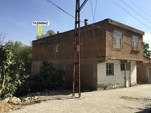 Diyarbakır Silvan Selahattin Mahallesinde 2 Katlı Bina ve Bahçesi