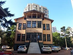 İstanbul Kadıköy Erenköy Mahallesinde 3 Katlı Köşk