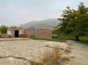 Elazığ Baskil Pınarlı Köyünde 4576m2 Kerpiç Ev ve Bahçesi