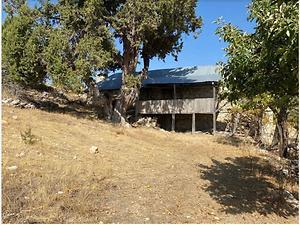 Mersin Gülnar İlçesi Ilısu Mahallesi'nde İki Katlı Ev Elma Bahçesi ve Tarla