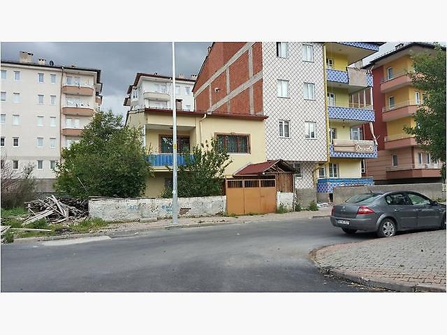 Sivas Merkez Diriliş Mahallesi'nde 223 m2 Kargir Ev ve Arsası