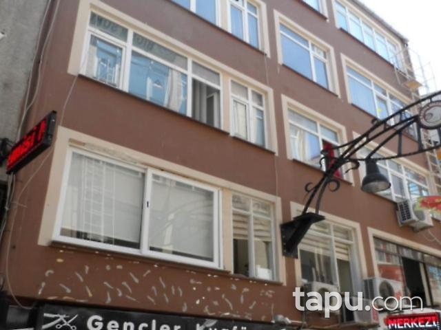İstanbul Kartal Özdemir Pasajı'nda 8 m2 Hisseli Ofis