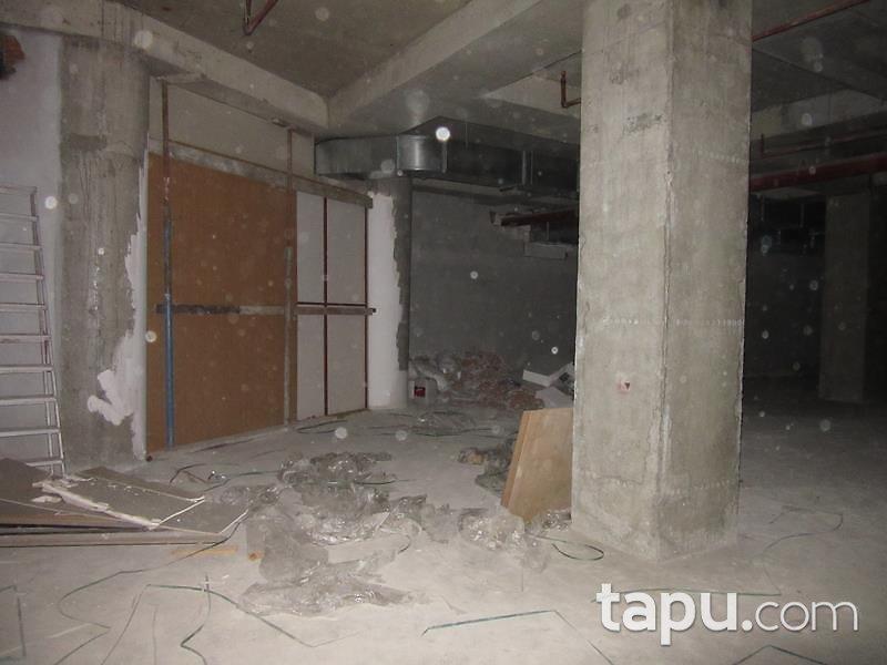 İstanbul Dumankaya İkon Sitesinde Depolu Dükkan