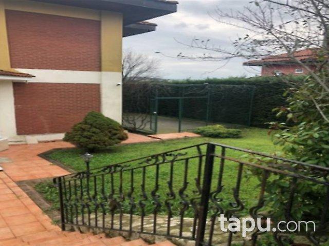 Büyükçekmece Türkoba Tepe Kent Sitesi'nde 5+1 Teraslı Havuzlu Villa