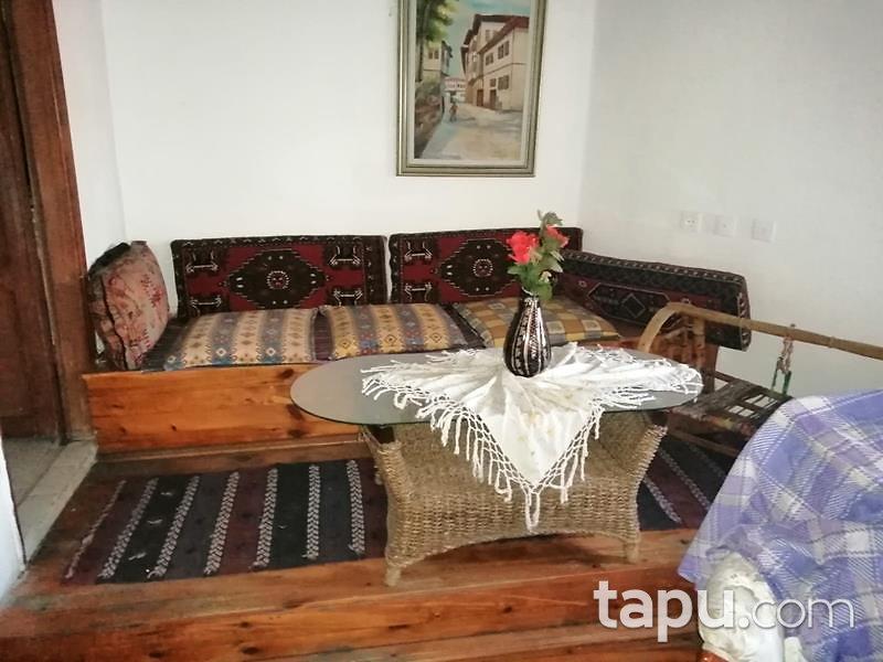 Karabük Safranbolu Çeşme Mahallesi'nde 3 Katlı 305 m2 Ahşap Ev