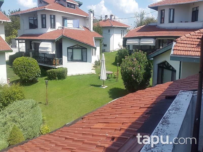 İstanbul Beylikdüzü Dokuz Evler Sitesi'nde 3 Katlı 450 m2 Villa