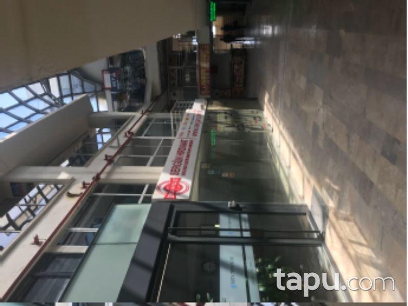 İstanbul Perpa İş Merkezi'nde 83 m2 Dükkan