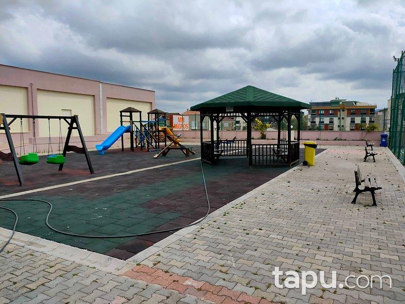 Sancaktepe Alice Village Sitesi'nde Havuzlu ve Bahçeli 235 m2 Dubleks Daire