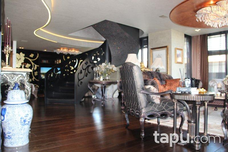 İstinye Panavia By Panaroma Sitesi'nde 550 m2 Özel Dekorasyonlu Lüks Dubleks Daire